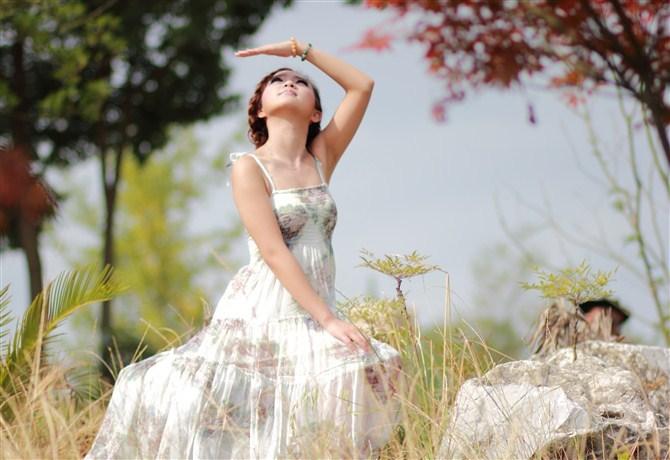 观山湖美女模特在拍照