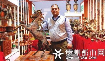 来自巴基斯坦的老铁和他制作的铜马
