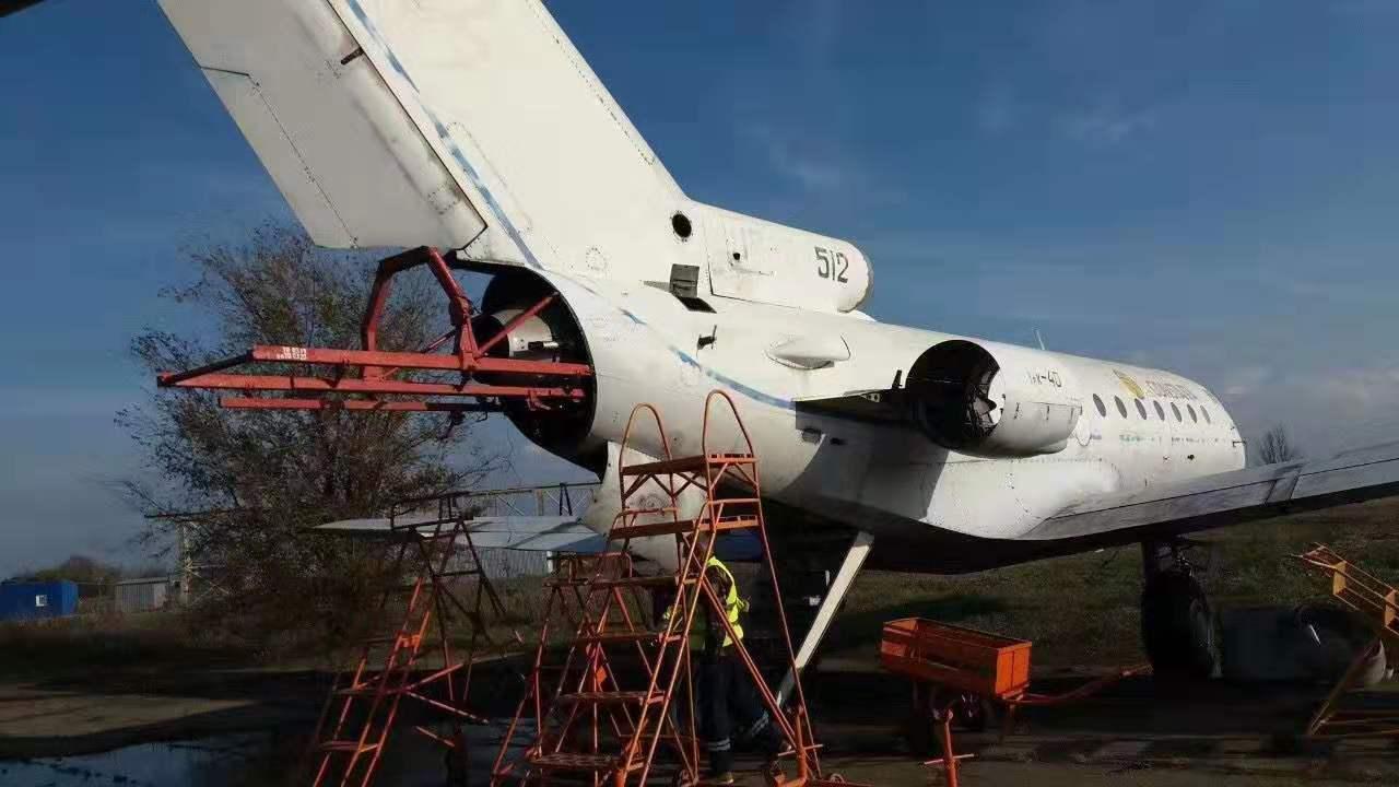 雅克-40旧飞机开始拆解出售
