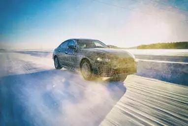 宝马汽车新款电动i4将于2021年亮相,续航里程达300英里