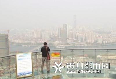 """广西柳å・žåœ¨å±±ä½""""内装电梯48秒登顶俯瞰全城"""