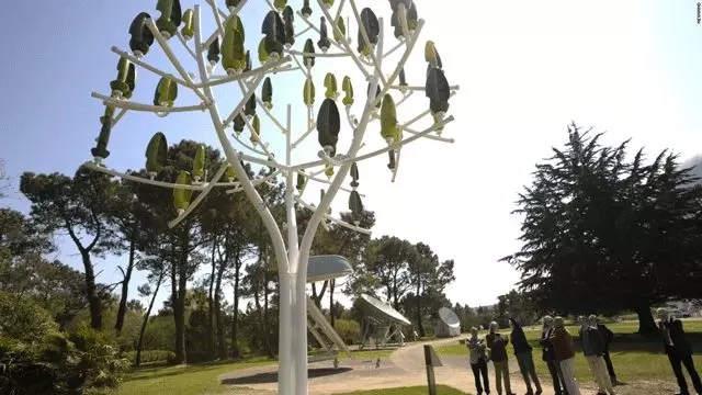 风力树没有传统风力发电设备的傻大黑粗,看起来更像一件雕塑艺术品
