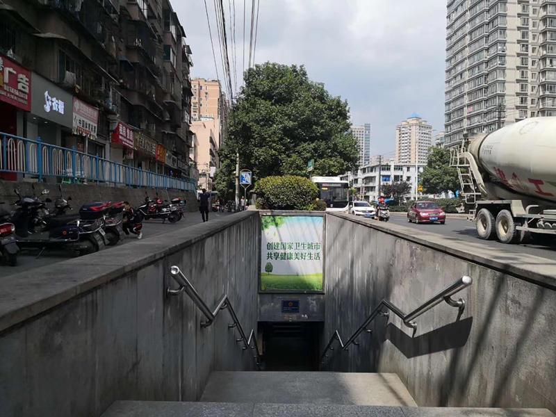 贵阳市中华路地下通道出口广告位