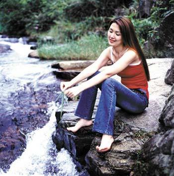 微博示好朱骏的美女小三贾岩峰