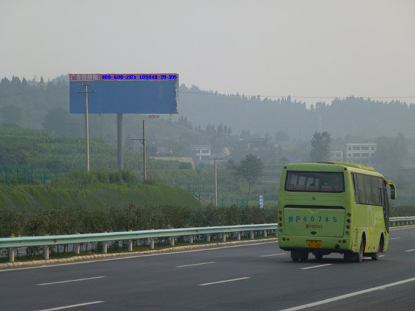 仁赤高速杭瑞高速单立柱高杆广告牌